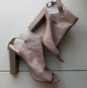 Vince Camuto peep toe leather heels size 9